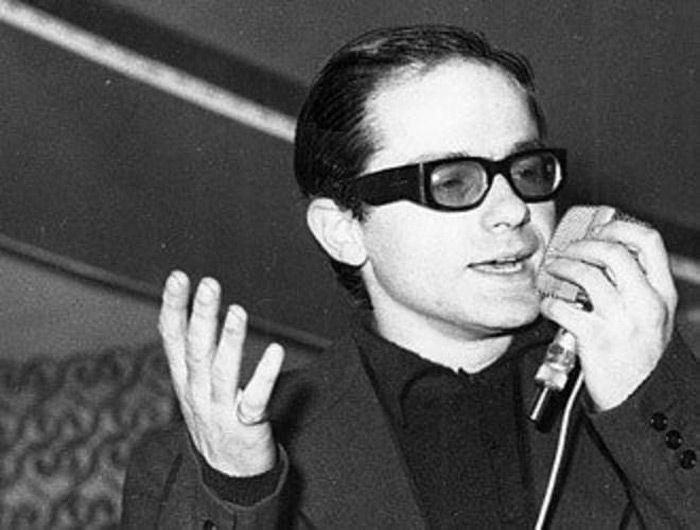 I dinosauri della musica italiana: 10 cantanti con più di 50 anni di carriera: Gino Paoli