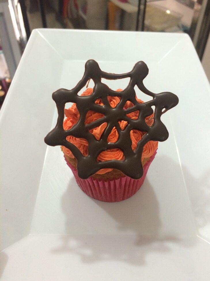 Que tal este rico #cupcake para #Halloween ? Haz tu pedido y no te quedes sin probarlo. #SoSweet www.sosweet.com.co