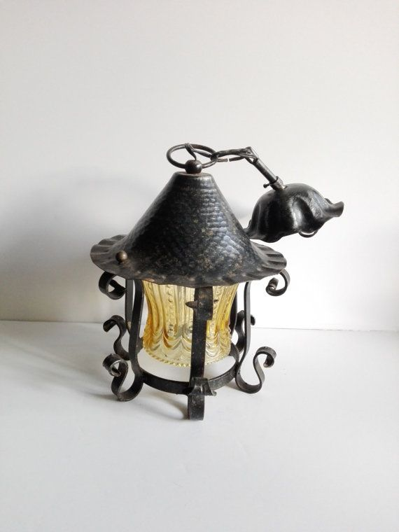 Lanterne à chapeau en fer forgé French par ParisTresorsBoutique