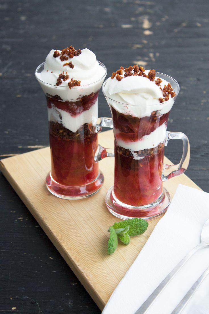 Gammeldags rabarberkage med flødeskum // Rhubarb trifli