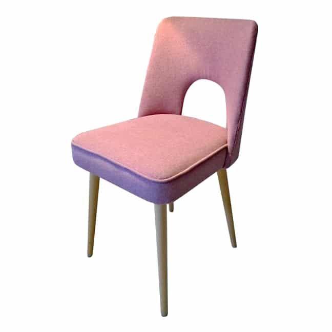 Piękne krzesło z Bydgoskich Fabryk Mebli o miękkich liniach i ciekawym kształcie obite ekologiczną wełną…