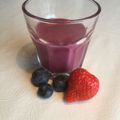 Strawberry and blueberry smoothie
