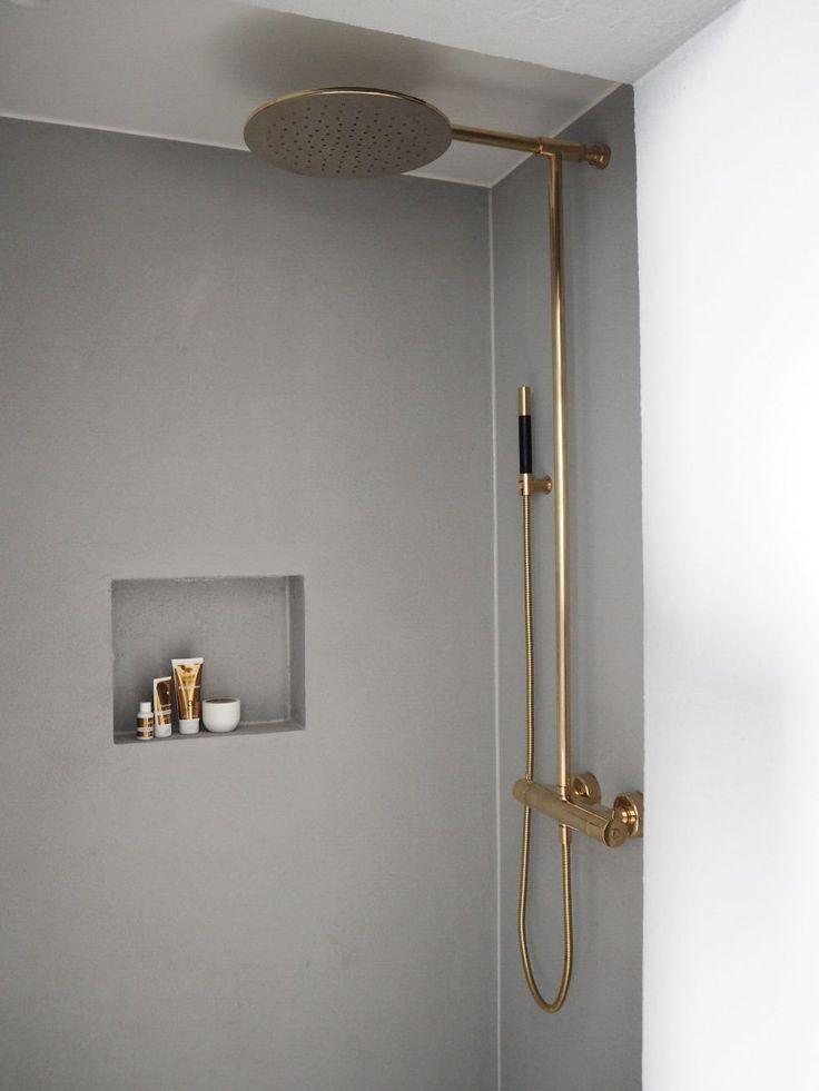 Gold shower tapware