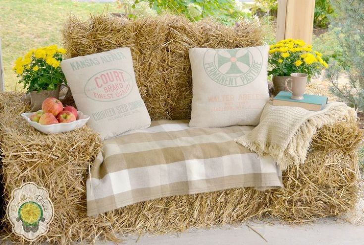 Rustic Hay Bale Lounger - Hayrides are a Fall tradition for our family! Why not re-create those rides with a cozy hay bale lounger right on the front porch. Get…