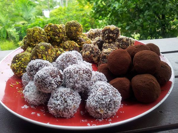 High protein healthy gluten free bliss balls are fantastic as an anytime snack. Change the coatings to suit your tastes or what's in the pantry. Bliss Ball coatings 50 grams pistachios 50 grams hazelnuts 30 grams dessicated coconut 30 grams cocoa powder Bliss Balls 230 grams hazelnuts 180 grams almonds 250 grams dates 70 grams...  Read more »