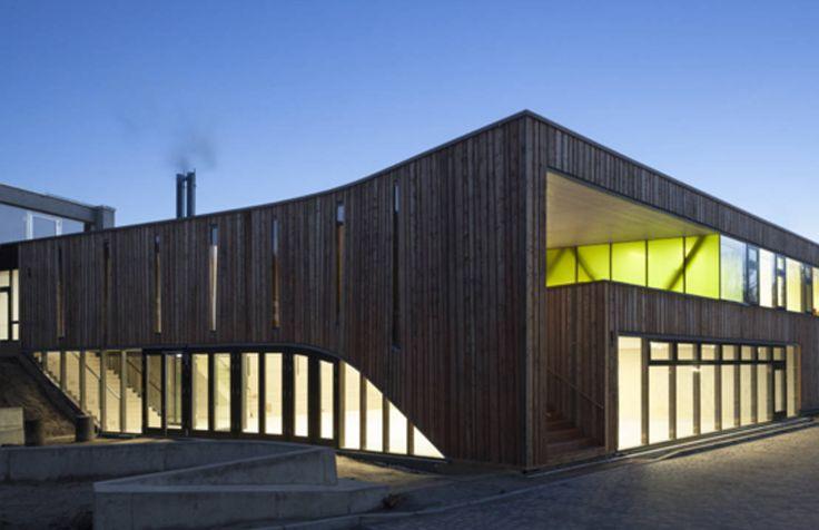 Deutsche Universitäten und Studentenwohnheime sind rein optisch gesehen nicht immer eine Offenbarung. Doch zum Glück geht es auch anders. Wir zeigen, wie sich auf dem Uni-Campus Zweckmäßigkeit, modernes Design und Nachhaltigkeit wunderbar vereinen lassen.