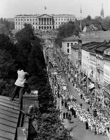 Anders Beer Wilse : Karl Johans gate, Oslo. 1940.