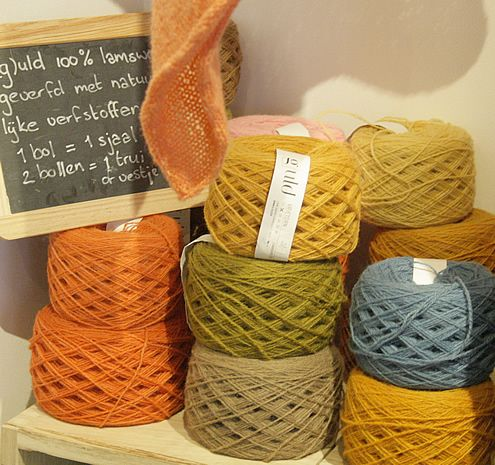 Yarn shop in Rotterdam, Ja Wol | Happy in Red