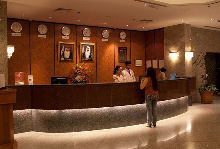 M s de 25 ideas incre bles sobre uniforme de hotel en for Spa uniform policy
