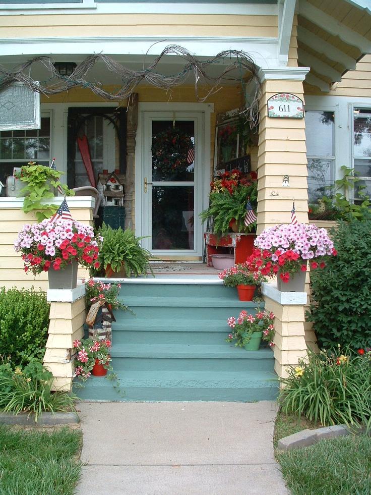 cozy porch: Vibrant Porches Patio, Porches Patio Sunroom, Beautiful Porches, Cozy Home, Cozy Porches, Bungalows Porches, Awesome Porches, Porches Patio Decks, Craftsman Porches