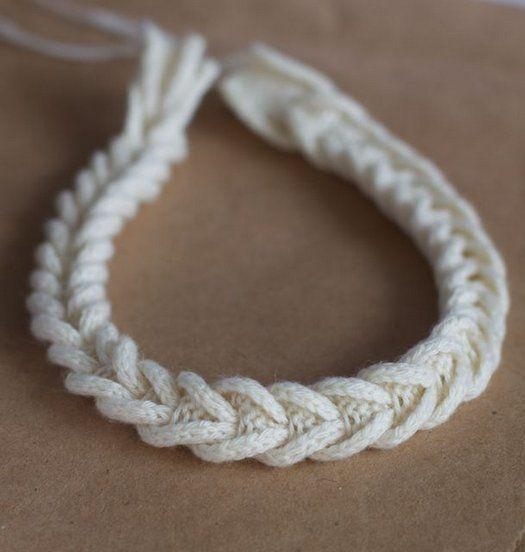 Knitting residui di filati - collana, intrecciare le proprie mani