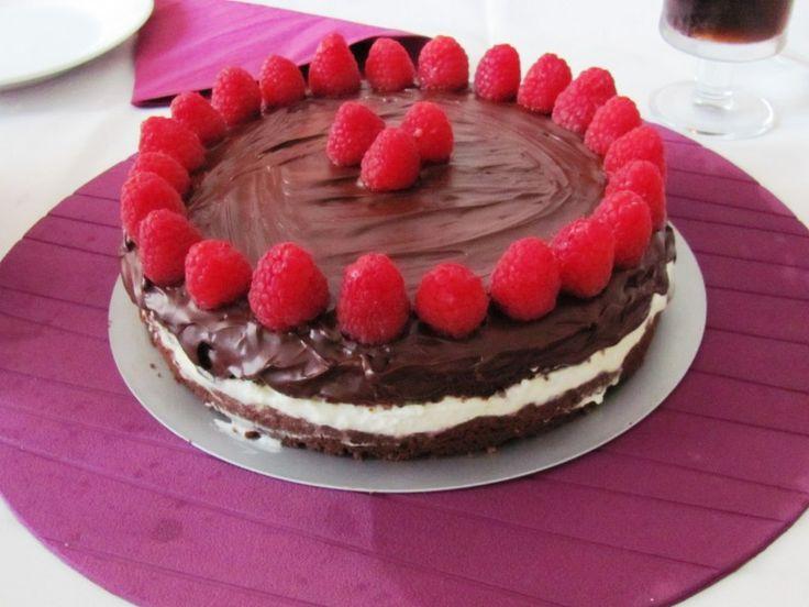 Moje Wypieki   Tort czekoladowo - orzechowy z malinami