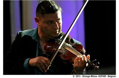 Jazz manouche ! Paul Guta et son violon ! #Trio Claudio della corte Samuel Hubert #jazzmanouche #swing #winebar #concert http://www.trinquefougasse.com/nord/evenement/paul-guta-trio-1814.html