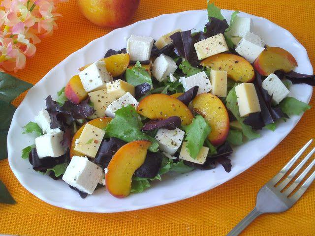 Tradycyjna kuchnia Kasi: Sałatka z brzoskwinią i serami