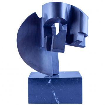 FAUSTINO AIZKORBE ESCULTURA Escultura de bronce patinado con base de mármol.  Medidas escultura: 27,5 x 26 x 30 cm. Base de mármol: 9.5 x 20 x 20 cm.