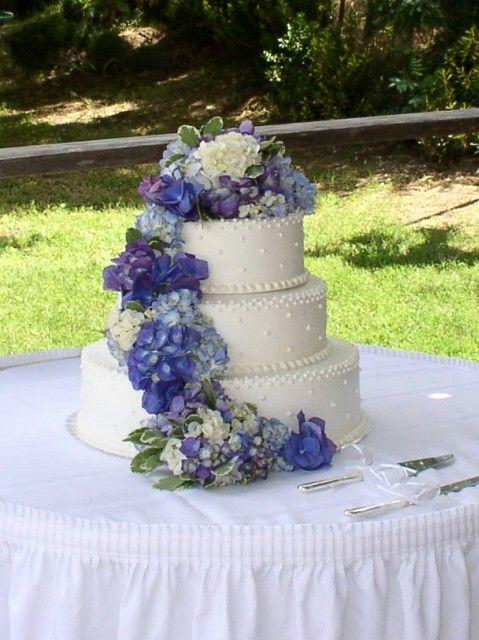 Hydrangeas trailing down the  wedding cake in  blue lavender purple101 best Wedding Cakes with Fresh Flowers images on Pinterest  . Fresh Flower Wedding Cakes. Home Design Ideas