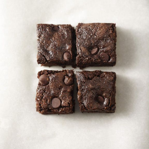 whole-wheat chocolate zucchini browniesDesserts, Zucchini Breads, Chocolates Chips, Wholewheat Dark, Food, Dark Chocolates, Brownies Recipe, Chocolates Zucchini Brownies, Whole Wheat Dark
