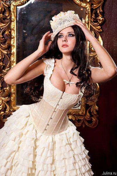 steampunkandvictoriana:  (via : юбка 3017 :: Exlusive corsets Julina)