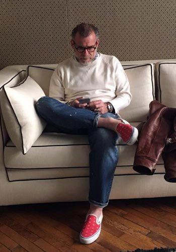 【50代・60代】白スウェット×ジーンズの休日コーデ(メンズ) | Italy Web