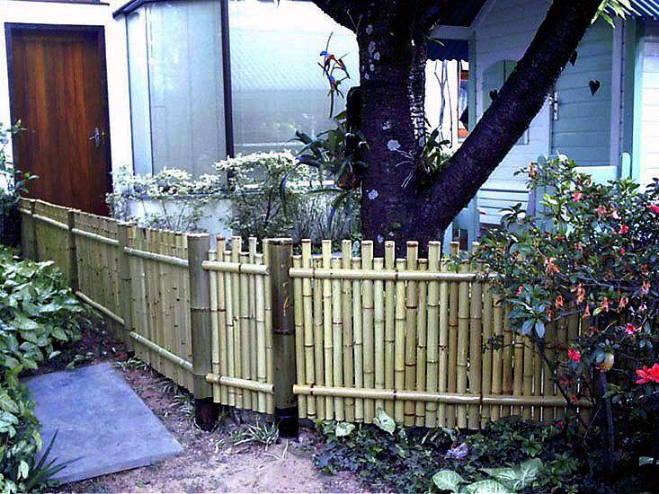 Cerca para jardim em bambu tratado. Projeto da LC Artesanato. Preço sob consulta.