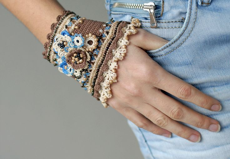 Crochet bracelet - cacao, cream and blue.