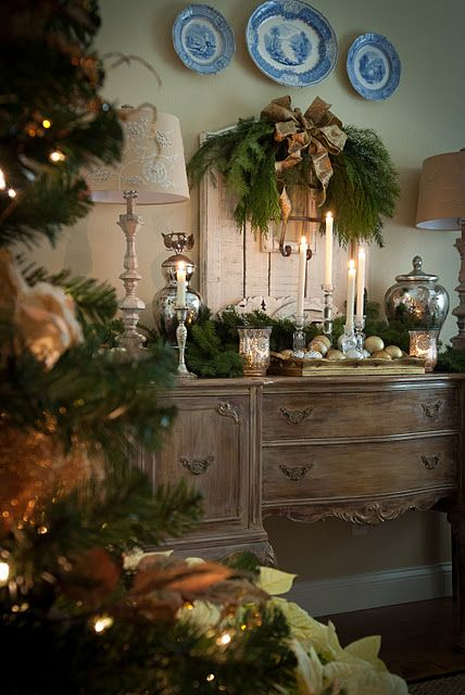 originally pinned for the Christmas natural greenery decor... but I love the server!  Beautiful!