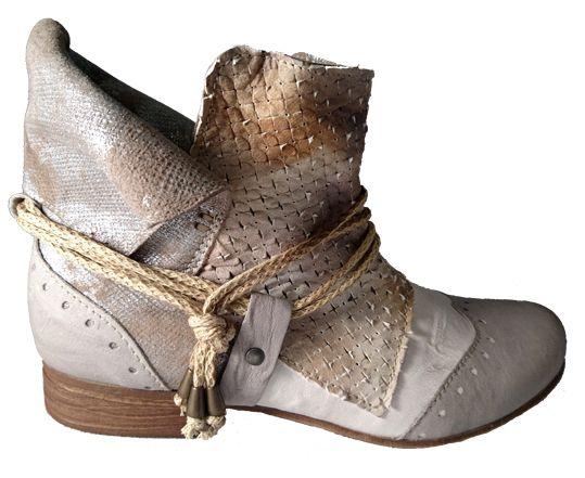 Italian handcrafted low boot old style by Clocharme spring 2016