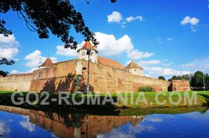 Fagaras Fortress, Transylvania domain, princely and aristocratic fortress – city Fagaras Fortress article with photos. The center of the one of the largest domains from Transylvania, which in 1632 comprised 62 villages #domain #Transylvania #city #Fagaras #photos #FagarasFortress #fortress #AristocraticFortress #Aristocratic #Transylvania #trade #Sibiu #Brasov #RomanianLand #history #linkedto #noble #princely #residence #StefanMailat #GasparBeches #Archaeological #research #carriedout…