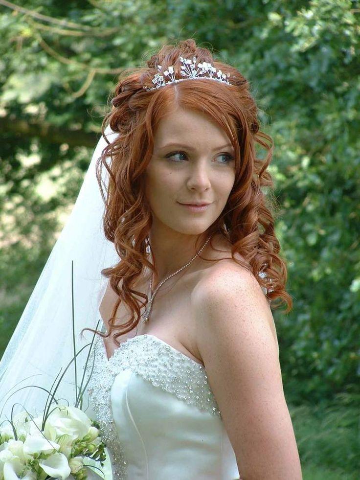Für die Hochzeits-Frisur wählen Sie am besten Locken, falls Sie dünne Haaren haben