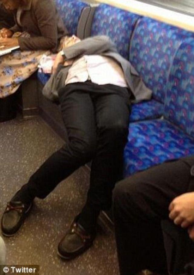 Фото из метро спящих девушек фото 128-942