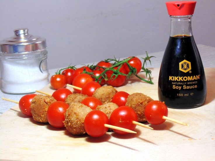 Polpette di Fagioli e Salsa di Soia | Le Ricette di Berry con salsa di soia e pomodorini sono un'idea irresistibile per un finger food gustoso ed originale