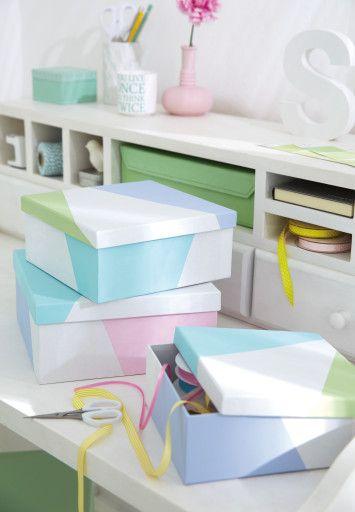 Alles in schönster Ordnung.  Schuhkarton weiss bemalen, abkleben und noch farbig Akzente setzen!