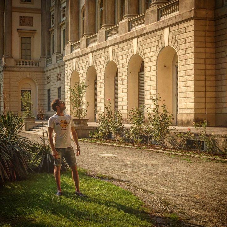Watching the Villa Reale  📱👦🏻🏛🍃 #nature #watching #VillaReale #trees #colors #like #good #life #paceofmind #city #beautifulday #location #Palestro #followme #walking #vision #sun #goofday #day #socialnetwork #pinterest #instagram #swarm #i_lovephoto #followme #followers #milan #city #kiss #i_lovephoto #iphone6 #life