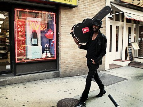 Gary Clark Jr. walking to the gig after cussing out the driver for driving badly
