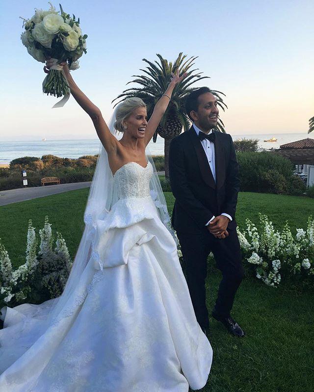 Pin for Later: Diese Braut trug 9 verschiedene Outfits bei ihren Hochzeitsfeierlichkeiten Ein Designerkleid von Monique Lhuillier für die nächste Zeremonie