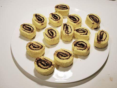Le girelle cioccolato e cocco sono una merenda irresistibile per tutti coloro che amano le cose dolci e sfiziose. Morbidissime e ricche di gusto non potranno non piacere soprattutto ai bambini.