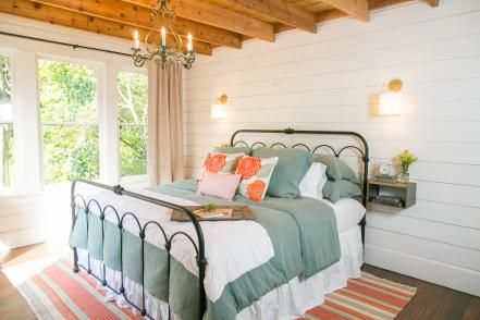 Fixer upper bungalows and wood ceilings on pinterest Fixer upper master bedroom pictures