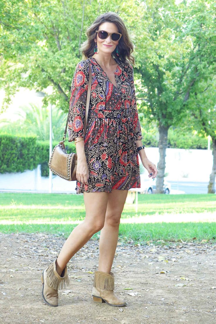 Me encanta el look de ConPasoChic en Wossel. http://www.wossel.com/es/look/498/outfit-conpasochic-vestido-violeta-rojizo-zara-gafas-madera-ribot-barcelona-bolso-madera-massimo-dutti-botines-madera-amichi-pul #fashion #trendy