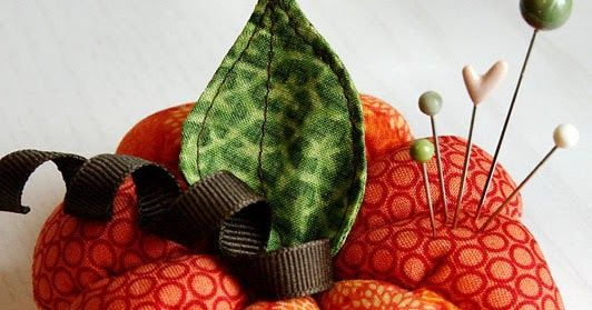 Hola a tod@s,         Hemos encontrado esta preciosa calabaza, navegando por la red. Un proyecto ideal para esteotoño ;-)      En esta fot...