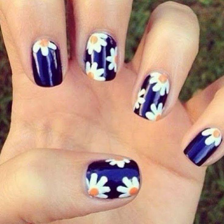 Daisy good nails!