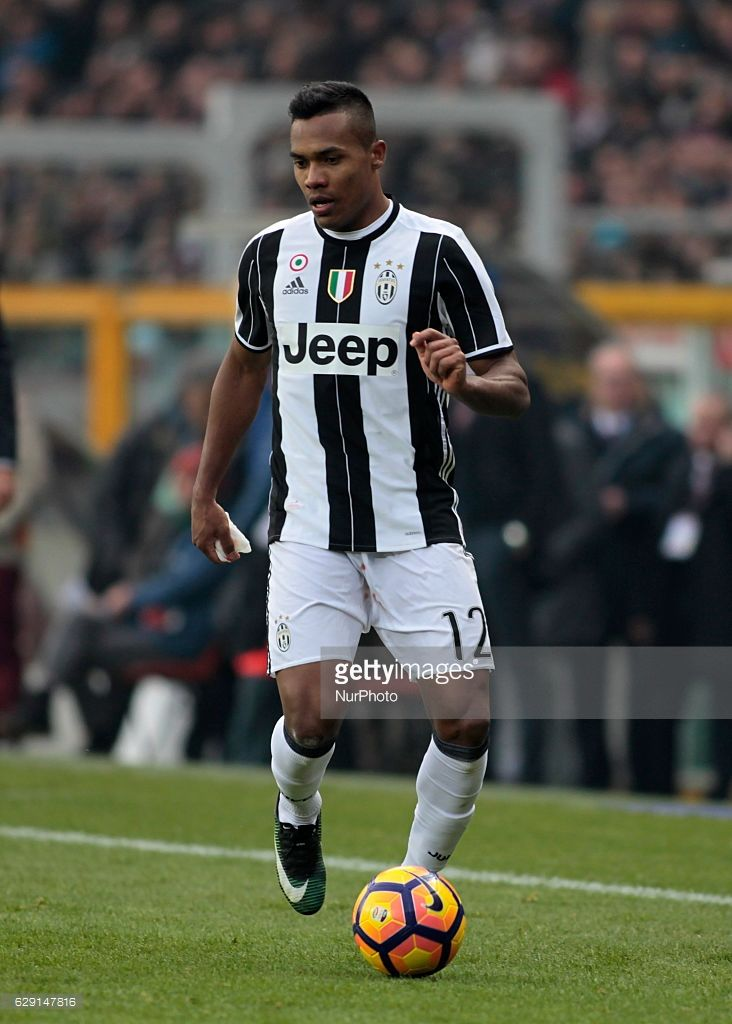 Alex Sandro during Serie A match between Torino v Juventus, in Turin, on December 11, 2016 (Photo by Loris Roselli/NurPhoto via Getty Images).