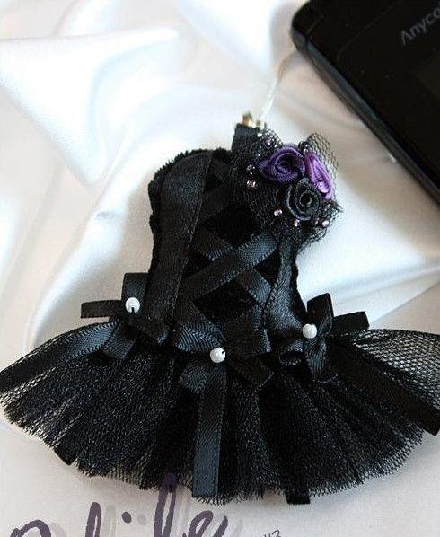 DIY Black Dress Phone Chain