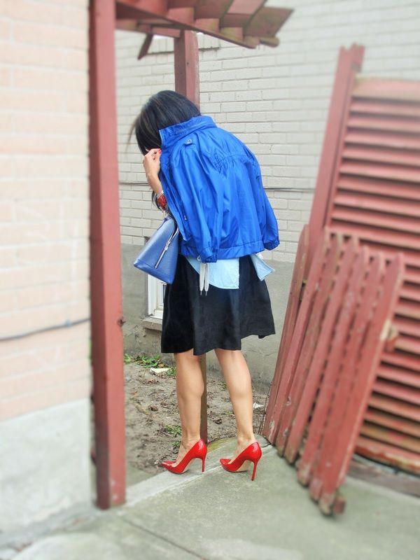 Denim Shirt/// Manolo Blahnik Pumps/// Club Monaco Skirt/// Louis Vuitton Bag. Well Put Together Blog
