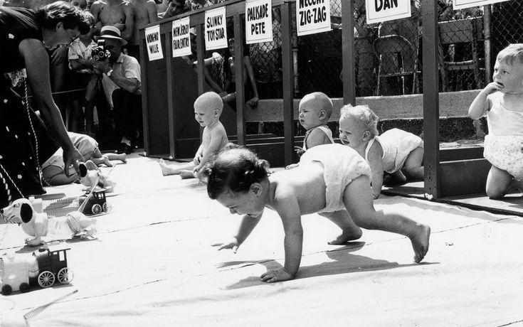 Дерби в подгузниках: как проходили ретрогонки ползающих малышей http://kleinburd.ru/news/derbi-v-podguznikax-kak-proxodili-retrogonki-polzayushhix-malyshej/  Это весьма сомнительное с этической точки зрения, но от того не менее популярное мероприятие ежегодно проходило в рамках ярмарки в Палисейдс-Парк, Нью-Джерси, с 1946 по 1955 год. Представляем вам уникальную серию архивных фотографий, демонстрирующих полные азарта со стороны родителей и страданий со стороны непосредственных участников…