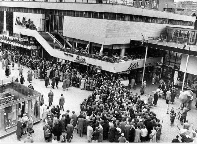 r ter Meulen tijdens de opening in 1951