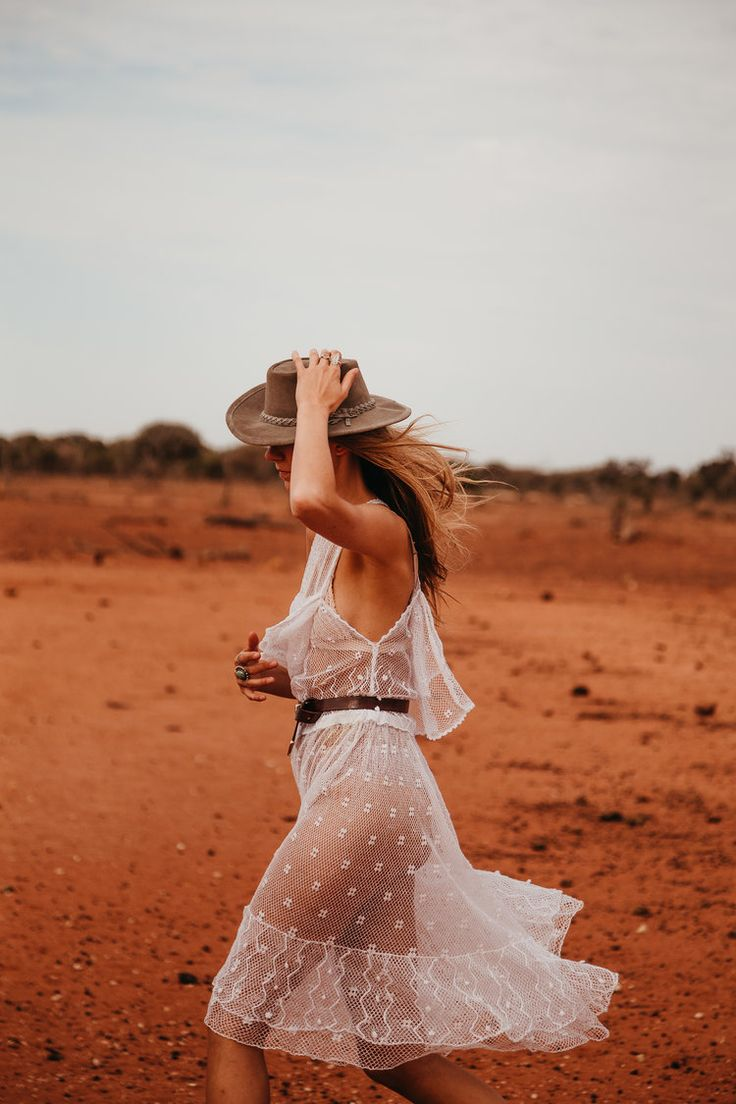 Photography by Britt Murphy Creative. #Outback #Romantic #Orange #Rust #Lace #Photography