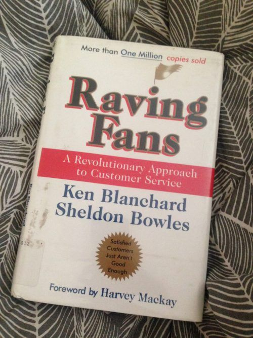 Raving Fans Ken Blanchard Sheldon Bowles | Book report | Business School | Side Hustle Tips | Entrepreneurship | Solopreneur | Freelancer | Customer Service | Freelance Tips | Find Clients | Business Tips | Find New Clients | Passive Income Tips | Income Stream | Content Creator | Subscription Box | Vision Planning | Vision Statement | Vision Board | Raving Fans