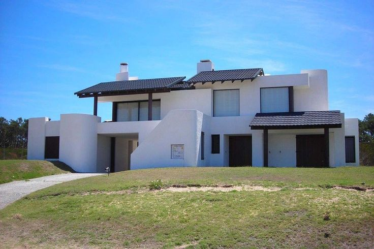 1000 images about 2015 howies best medium modern house for Medium modern house