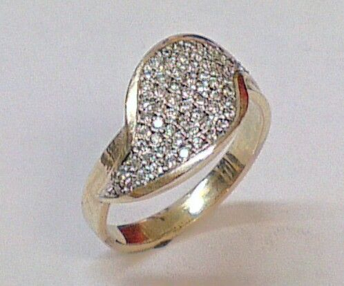 9ct ring with 70 diamonds