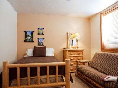17 Best ideas about Futon Bedroom – Futon Bedroom